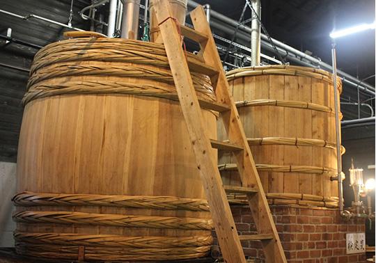 耐用年数はもって5年といわれる木樽蒸留器